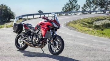 2016-Yamaha-MT07TR-EU-Radical-Red-Static-009