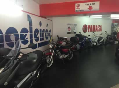 Interior tienda Angel Leirós