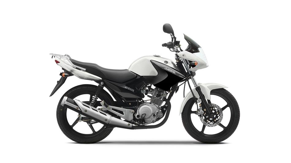 2014-Yamaha-YBR125-EU-Competition-White-Studio-002