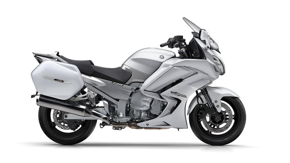 2016-Yamaha-FJR1300AE-EU-Matt-Silver-Studio-002