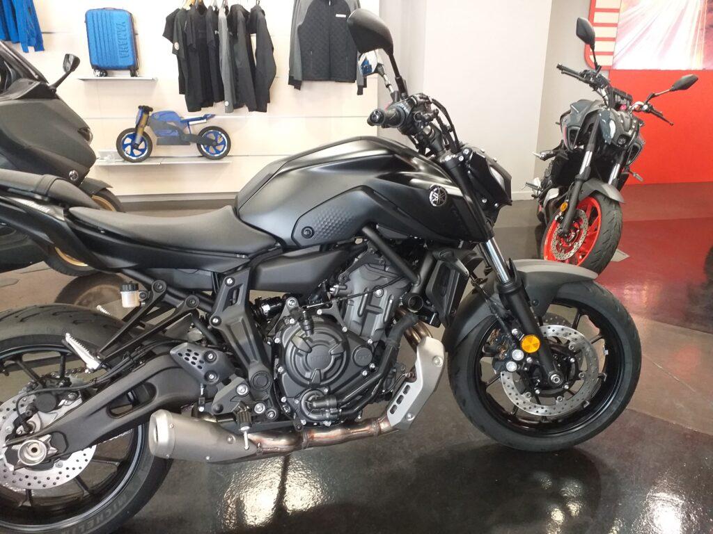 La tercera generación de la Yamaha MT-07 viene dispuesta a continuar su liderazgo dentro de la gama Naked