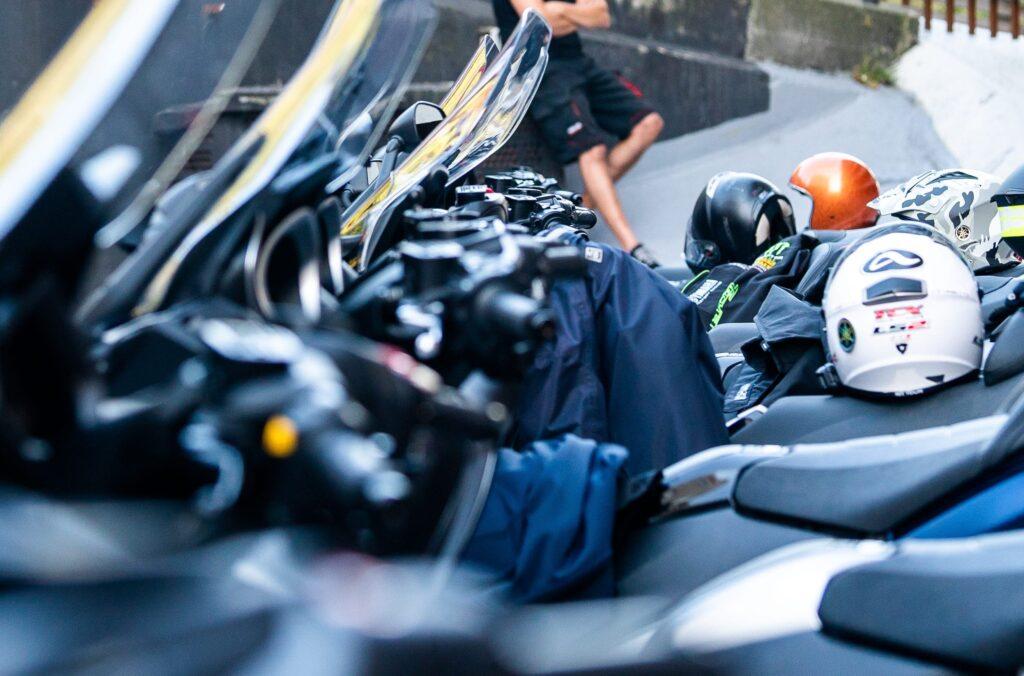 La limpieza del casco de la moto debe realizarse con cuidado
